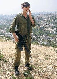В Израиле растет число девушек, добровольно выбирающих военную службу