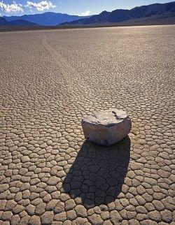 Тайна катящихся камней «Долины смерти» (фото)