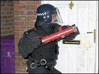 В Британии изымают оружие у банд: 118 человек арестованы