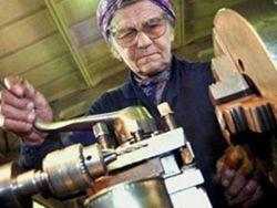 Новость на Newsland: Надо ли лишать пенсии работающих пенсионеров?