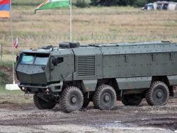 Новость на Newsland: Рогозин опробовал новую бронемашину