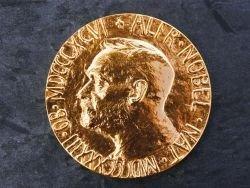 В Великобритании украли золотую медаль Нобелевской премии 34 года