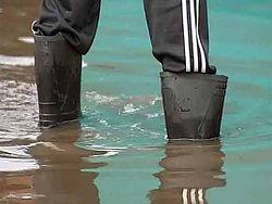 На борьбу с паводком брошены военные и спасатели