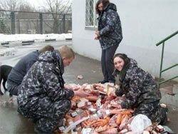 В Беларуси зарплату уже выдают колбасой