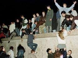 Отстоять Берлинскую стену
