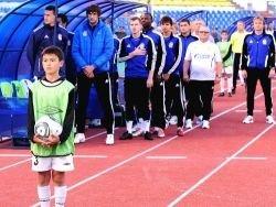 Опрос: нужно ли исполнять гимн на футбольных матчах РФ?