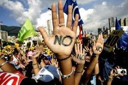 В Венесуэле проходят массовые акции протеста против проведения «плана Уго Чавеса (Hugo Chavez)» (фото)