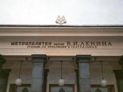 В выходные на ближайших к Кремлю станциях метро остановят эскалаторы