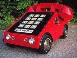 Владелец салона сотовой связи в США Говард Дэвис соорудил Phone Car для рекламы своего магазина