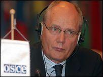 Наблюдатели от ПАСЕ и ОБСЕ заявляют, что выборы в Госдуму не соответствовали стандартам Европы