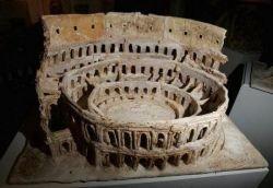 Британская художница Эмма Стэйт создала Колизей из теста (фото)
