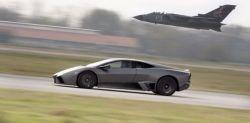 Lamborghini Reventon против боевого истребителя Tornado (видео)