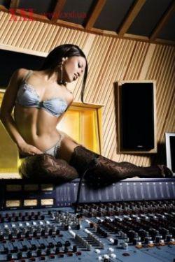 Украинская певица Гайтана обнажилась для мужского журнала (фото)
