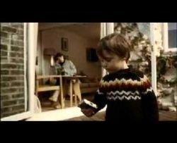Малыш устраивает краш-тест фотоаппарату Olympus (видео)