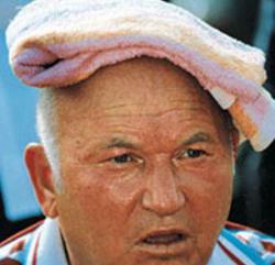 Лужков со своей точечной застройкой добрался до иностранных дипломатов