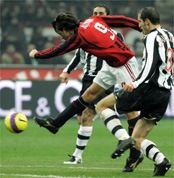 «Милан» на три недели покидает Италию
