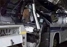 Грузовик врезался в школьный автобус на севере Италии: 1 ребенок погиб, 11 получили ранения