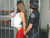 В США охранники тюрьмы поплатились работой за шоу бикини