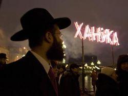 На Манежной площади Москвы зажгли ханукальную свечу, а Иерусалиме приготовили менору с шестиэтажный дом
