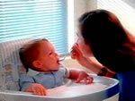 Кормящая мама может привить малышу склонность к здоровому питанию