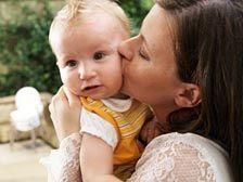 В Чехии двое детей, которых перепутали в роддоме, вернулись к настоящим родителям