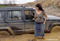 Топ-10 нелепых ситуаций с женщинами за рулем (фото)