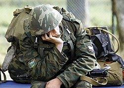 Почему власти позволяют антирекламу военной службы?