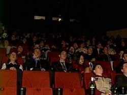 """Ученые проанализировали \""""стадное чувство\"""": оценка фильма в кинозале серьезно отличается от домашнего просмотра"""