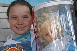 """В Челябинске семилетняя девочка Вика Бриленко спасла троих детей и получила медаль \""""За отвагу на пожаре\"""""""