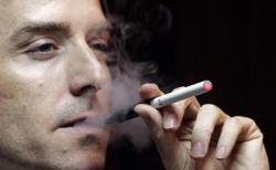 Курение считают привычкой малообразованных мужчин