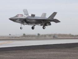 Новость на Newsland: Истребитель F-35 впервые выполнил вертикальный взлет