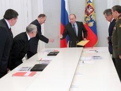 Новость на Newsland: Путин: армия должна безусловно обеспечивать безопасность страны