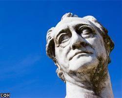 """В США для статуи Зигмунда Фрейда \""""Зависающий человек\"""" вызвали пожарников и полицию"""