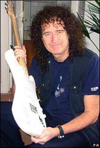 Гитару Fender Stratocaster оцениваемую в 40 тыс. долларов потеряли на почте