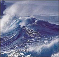 Сильнейший шторм на западном побережье Франции - высота волн достигает 15 метров