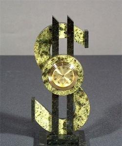 Доллар приблизился к месячному максимуму
