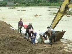 Китай продолжает заливать дождями