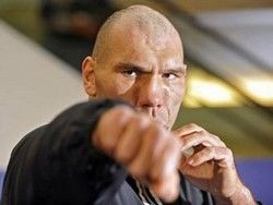 Валуев провел открытую тренировку по боксу