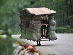 Новость на Newsland: Китаец живет в переносном бамбуковом доме
