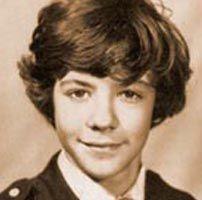 Из школы, где учился Дмитрий Медведев, похищены его фото