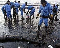 Сеул направляет дополнительные силы и средства на борьбу с разливом нефти в Желтом море
