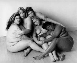 Участницы Берлинского шоу толстушек разделись перед камерой (фото)