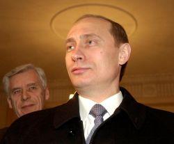 Преемник (Дмитрий Медведев) рискует стать первосвященником, если президент (Владимир Путин) согласится на статус святого