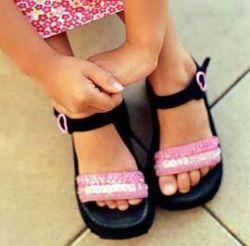Несмотря на рост доходов, большинство россиян по-прежнему носят дешевую азиатскую обувь