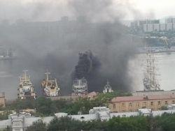 Новость на Newsland: Во Владивостоке загорелся корабль Тихоокеанского флота