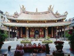 В Китае стало модно приглашать на свадьбу священника