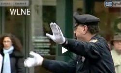Тяжелый рок преследует отставного копа прямо на оживленном перекрестке (видео)