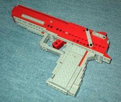 """Новое пособие для юных конструкторов: собери из \""""Лего\"""" пистолет, который стреляет по-настоящему"""