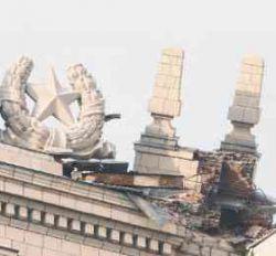 """Вслед за башней сталинской высотки \""""Украина\"""" может упасть и шпиль"""