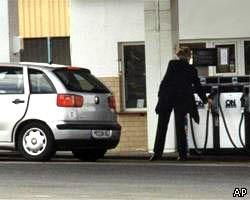 """Венгерская полиция ищет водителя, \""""заправившего\"""" автомобиль в заднее окно"""